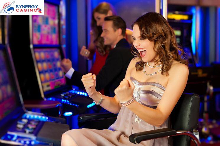 Hracie-Automaty-žena-Synergy-Casino